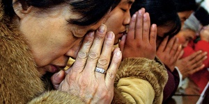 chinese-christians-praying